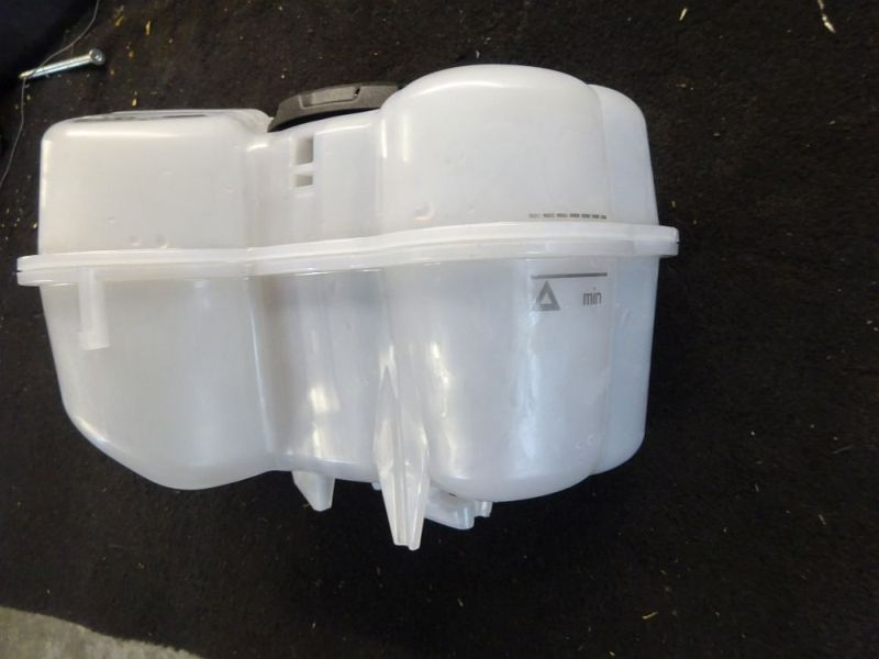 Behälter Kühlwasser Ausdehnungsgefäß mit VerschlußVW ID3